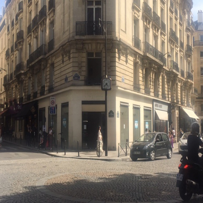 Location Immobilier Professionnel Local commercial Paris (75116)